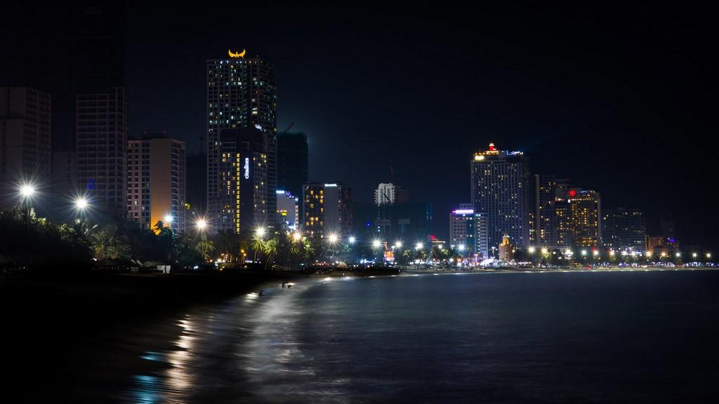 Ngắm biển đêm Nha Trang