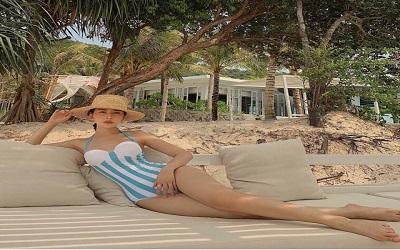 Đi biển nên mặc đồ gì và chuẩn bị những gì cho nữ trong dịp hè